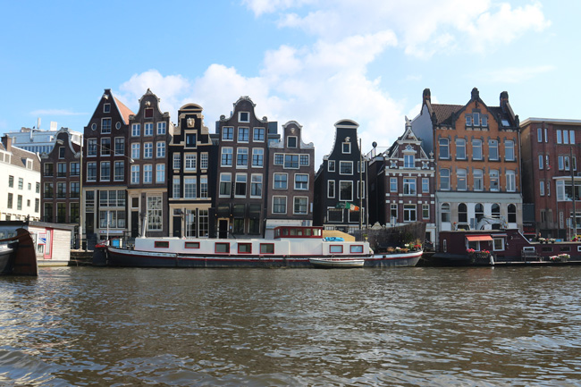 Postcard from Amsterdam - All the wonderful things Urlaubstipps Tanzende Häuser