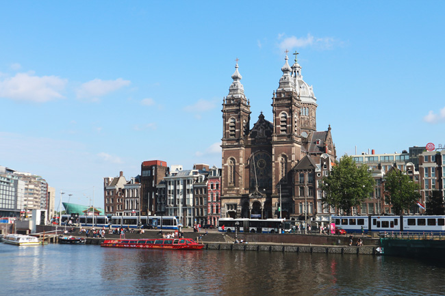 Postcard from Amsterdam - All the wonderful things Urlaubstipps Church of Saint Nicholas RK Nicolaaskerk